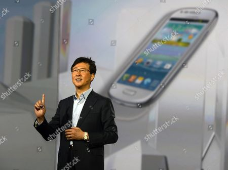 President of Samsung Electronics' Device Solutions Dr Stephen Woo Introduces New Products During the Keynote Speech on the Second Day of the International Consumer Electronics Show in Las Vegas Nevada Usa 09 January 2013 the Annual Ces Which Takes Place From 8-11 January is a Place where Industry Manufacturers Advertisers and Tech-minded Consumers Converge to Get a Taste of New Gadgets and Innovations Coming to the Market Each Year United States Las Vegas