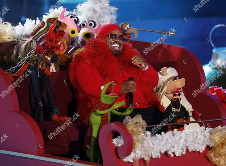 Us Musician Thomas Decarlo Callaway Aka Cee Lo Green and the Muppets Perform During the 80th Annual Rockefeller Center Christmas Tree Lighting Ceremony in New York New York Usa 28 November 2012 the Rockefeller Center Christmas Tree is a New York Institution and Installed Since 1933 Some 30 000 Lights Plus Other Decorations Are Installed on It United States New York