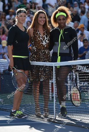 Serena Williams of the Us (r) and Victoria Azarenka of Belarus (l) Pose with Us Tennis Great Jennifer Capriati (c) Before the Start of the Women's Final Match on the Fourteenth Day of the 2012 Us Open Tennis Championship at the Usta National Tennis Center in Flushing Meadows New York Usa 09 September 2012 the Us Open Has Been Extended a Day For the Fifth Straight Year Due to Weather and Will End on Monday 10 September 2012 United States Flushing Meadows