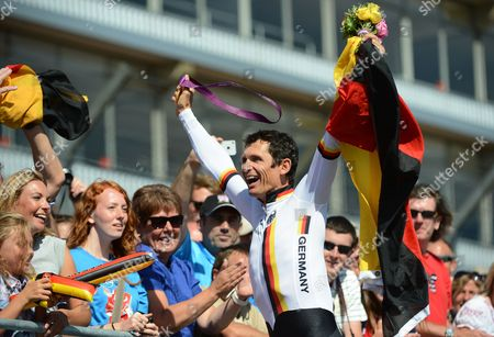 Germany's Michael Teuber Celebrates After Winning the Gold Medal in the Men's Individual C1 Time Trial During the London 2012 Paralympic Games in Brands Hatch Kent Britain 05 September 2012 United Kingdom Brands Hatch