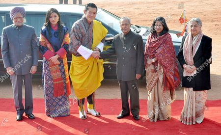 Bhutan King Jigme Khesar Namgyel Wangchuck (3-l) Shakes Hands with India President Pranab Mukherjee (3-r) Alongside Mukherjee's Daughter Sharmishtha Mukherjee (2-r) Indian Prime Ministers Wife Gursharan Kaur (r) Queen Consort of Bhutan Jetsun Pema (2-l) and Indian Prime Minister Manmohan Singh (l) During a Ceremonial Reception For the King of Bhutan at the Indian President House in New Delhi India 25 January 2013 King Jigme Khesar Namgyel Wangchuk Will Be the Chief Guest at the 64th Indian Republic Day Parade India Celebrates Republic Day on 26 January Marking the Day in 1950 when the Indian Constitution was Adopted Epa/str India New Delhi