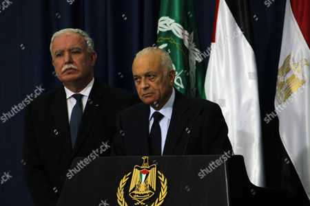 Stock Image of Secretary-general of the Arab League Dr Nabil El Araby (c) Talks to the Media After He Met with Palestinian Authority President Mahmoud Abbas As Egyptian Foreign Minister Mohammed Kamel Amr (r) Looks on in the West Bank City of Ramallah 29 December 2012 - Ramallah