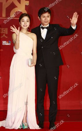 Stock Image of South Korean Actors Yoon Jin-yi (l) and Kim Min-jong (r) Arrive For the 2012 Annual Sbs Drama Awards at the Sbs Prism Tower in Seoul South Korea 31 December 2012 the Sbs Drama Awards Ceremony Honors Actors and Actresses who Have Stared in Dramas by Sbs the Awards Started in 1993 and Have Been Held Annually Ever Since Korea, Republic of Seoul