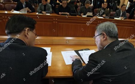 South Korean Foreign Minister Kim Sung-hwan (r) Talks with an Unidentified Government Official During a Working - Level Meeting Tgo Discuss North Korea's Long-range Missile Launch Plan at the Ministry of Foreign Affairs and Trade in Seoul South Korea 02 December 2012 North Korea Has Been in Active Preparations to Launch a Long-range Missile Including Inviting Missile Experts From Abroad Senior Military Sources Here Said on 02 December Korea, Republic of Seoul