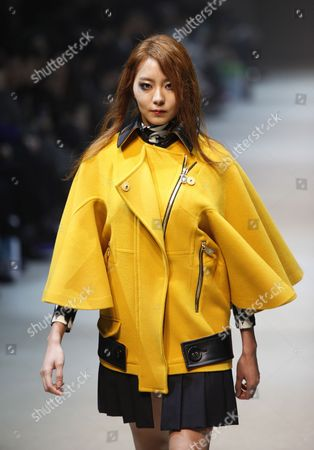 A Model Presents a Creation by South Korean Designer Park Youn-soo During the 2013 Fall/winter Seoul Fashion Week in Seoul South Korea 26 March 2013 Some 70 Designers Showcase Their Collections During the Event That Runs From 25 to 30 March Korea, Republic of Seoul