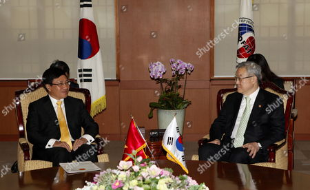 Vietnamese Foreign Minister Pham Binh Minh (l) Talks with South Korean Foreign Minsiter Kim Sung-hwan (r) During Their Meeting at the Ministry of Foreign Affairs and Trade in Seoul South Korea 07 December 2012 Vietnamese Foreign Minister Pham Binh Minh Arrived in Seoul to Attend 20th Anniversary of the Establishment of Diplomatic Relations Between South Korea and Vietnam Korea, Republic of Seoul