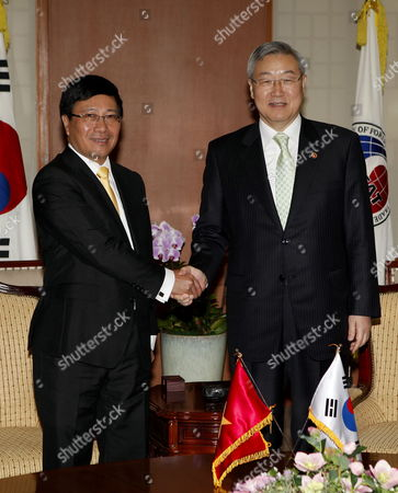 Vietnamese Foreign Minister Pham Binh Minh (l) Shakes Hands with South Korean Foreign Minsiter Kim Sung-hwan (r) During Their Meeting at the Ministry of Foreign Affairs and Trade in Seoul South Korea 07 December 2012 Vietnamese Foreign Minister Pham Binh Minh Arrived in Seoul to Attend the 20th Anniversary of the Establishment of Diplomatic Relations Between South Korea and Vietnam Korea, Republic of Seoul