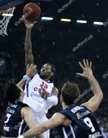 Cska Moscow's Sonny Weems (back) Tries to Score Under Defence of Anadolu Efes' Sasha Vujacic (l) and Semih Erden During Their Euroleague Group E Basketball Match in Istanbul Turkey 22 February 2013 Turkey Istanbul