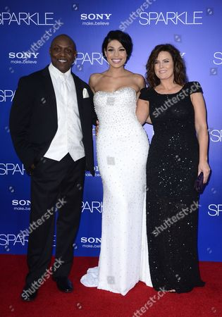 Us Singer Actress and Cast Member Jordin Sparks (c) with Father Phillippi Sparks (l) and Mother Jodi Sparks (r) Arrive For the World Premiere of 'Sparkle' at Grauman's Chinese Theatre in Hollywood California Usa 16 August 2012 United States Hollywood