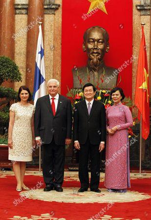 Panamanian President Ricardo Martinelli (2-l) and His Wife Marta Linares (l) Vietnamese President Truong Tan Sang (2-r) and His Wife Mai Thi Hanh (r) Pose For a Photo at the Presidential Palace in Hanoi Vietnam 25 October 2012 Martinelli is on an Official Visit to Vietnam From 24 to 27 October 2012 Viet Nam Hanoi