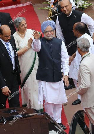 Indian Prime Minister Indian Prime Minister Manmohan Singh and His Wife Gursharan Kaur Greet People As They Leaves the Red Fort After the Traditional Speech From the Ramparts to Mark India's Independence Day in New Delhi India 15 August 2012 Prime Minister Singh Hoisted the National Flag at the Red Fort to Mark India's 66th Independence Day and Said Lack of Political Consensus on Many Issues is Affecting India's Rapid Economic Growth India New Delhi