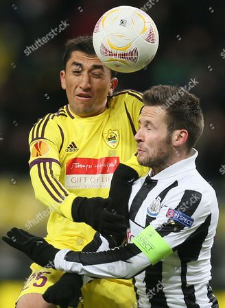 Anji Makhachkala's Odil Ahmedov (l) Vies For the Ball with Newcastle United's Yohan Cabaye (r) During the Uefa Europa League Round of 16 First Leg Soccer Match Between Anji Makhachkala and Newcastle United at Luzhniki Stadium in Moscow Russia 07 March 2013 Russian Federation Moscow