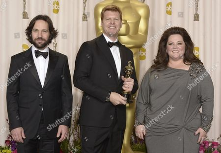 Us Animator John Kahrs (c) Holds His Oscar For Best Animated Short Film For 'Paperman' As He Poses with Us Actors and Presenters Paul Rudd (l) and Melissa Mccarthy (r) at the 85th Academy Awards at the Dolby Theatre in Hollywood California Usa 24 February 2013 the Oscars Are Presented For Outstanding Individual Or Collective Efforts in Up to 24 Categories in Filmmaking United States Hollywood