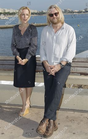Us Actress Gillian Anderson (l) and New Zealand Screenwriter Allan Cubitt (r) Pose During a Photocall For the Tv Series 'The Fall' at the Annual Mipcom Television Content Market in Cannes France 08 October 2012 the Media Event Runs From 08 to 11 October France Cannes