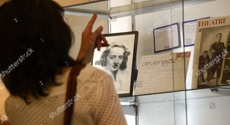 An Autographed Publicity Photograph of Us Actress Bette Davis is on Display Along with Other Memorabilia Items During Preview at Julien's Auctions in Beverly Hills California Usa 05 November 2012 Over 800 Pieces of Hollywood Film Memorabilia Including Screen Worn Wardrobe Props Original Photographs and Celebrity Owned Items Be Auctioned United States Beverly Hills