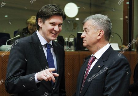 German State Secretary of the Federal Ministry of Interior Ole Schroeder (l) and Romanian Minister of Interior Mircea Dusa (r) Talk at the Start of a Justice and Home Affairs Council at the Eu Headquarters in Brussels Belgium 06 December 2012 Belgium Brussels