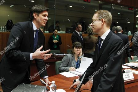 German State Secretary of the Federal Ministry of Interior Ole Schroeder (l) and Swedish Migration and Asylum Policy Minister Tobias Billstrom (r) Talk Together at the Start of a Justice and Home Affairs Council at the Eu Headquarters in Brussels Belgium 06 December 2012 Belgium Brussels