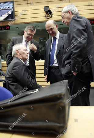(l-r) German Finance Minister Wolfgang Schaeuble Belgian Finance Minister Steven Vanackere French Finance Minister Pierre Moscovici and President of the Eurogroup Luxembourg's Prime Minister Jean-claude Juncker Chat at the Start of a Eurogroup Finance Ministers Meeting at the Eu Headquarters in Brussels Belgium 13 December 2012 Belgium Brussels