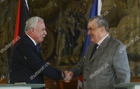 Riyad Al-maliki Foreign Minister of the Palestinian National Authority (l) Shakes Hand with His Czech Counterpart Karel Schwarzenberg (r) After a Joint News Conference at the Cernin Palace in Prague Czech Republic 02 April 2013 Riyad Al-malik is on a One-day Working Visit to the Czech Republic Czech Republic Prague