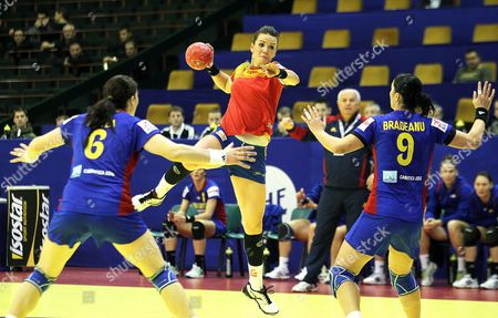 Beatriz Fernandez Ibanez (c) of Spain in Action Against Crina Elena Pintea (l) and Aurelia Bradeanu (r) of Romania During Their Main Round Group Ll Match of the Women's Handball European Championship in Novi Sad Serbia 09 December 2012 Serbia Novi Sad