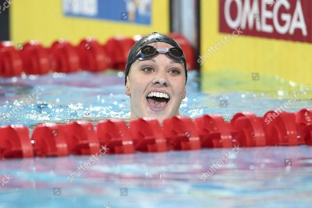 Chloe Sutton of Usa Celebrates After Winning Gold Medal in the Women's 400m Freestyle Final During the World Short Course Swimming Championships in Istanbul Turkey 14 December 2012 Turkey Istanbul