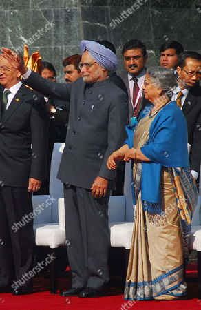 Indian Prime Minister Manmohan Singh (2-r) and His Wife Gursharan Kaur (r) Attend the Flag Down Ceremony of the Association of Southeast Asian Nations (asean) Car Rally in New Delhi India 21 December 2012 the Car Rally Which was Flagged-off From Indonesia Had Been Organized to Commemorate the 20 Years of Asean-india Relationship on 26 November 2012 a Total of 31 Vehicles and 124 Participants From 9 Countries Took Part in the Car Rally Covering a Distance of About 8 000 Kms and Passing Through the Countries of Cambodia Singapore Malaysia Laos Myanmar Thailand and India India New Delhi
