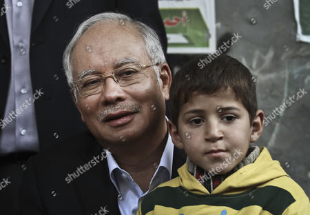 Malaysian Prime Minister Najib Razak Hugs the Son of Hamas Military Commander Ahmed Al-jaabari who was Killed in an Israeli Air Strike During His Visit to Al-jaabari Family in Gaza Strip 22 January 2013 - Gaza Strip