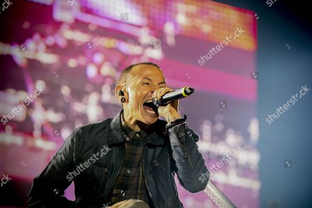 Linkin Park's Chester Bennington Performs in Cape Town South Africa 07 November 2012 This is the First Ever Performance in South Africa For Us Rap-rockers Linkin Park who Perform Two Shows in Cape Town and Johannesburg As Part of Their Living Things World Tour South Africa Cape Town