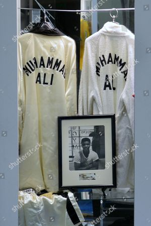 Editorial photo of Usa Boxing Memorabilia Auction - Aug 2012