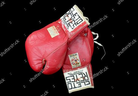 Stock Photo of Sugar Ray Leonard's Gloves From His 1980 Bout with Roberto Duran an Item of a Collection of Boxing Memorabilia of Hall of Fame Trainer Angelo Dundee on Display at the National Sports Collectors Convention in Baltimore Maryland Usa 01 August 2012 the Angelo Dundee Estate Collection of Boxing Memorabilia Will Be Available in an Online Auction by Scp Auctions November 2012 Renowned Trainer Angelo Dundee was a Guiding Force to the Two Most Celebrated Fighters of His Era Muhammad Ali and Sugar Ray Leonard and Fifteen Other World Champions United States Baltimore