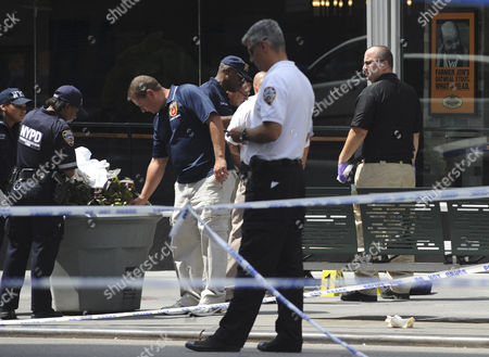 New York City Police Crime Investigators Continue to Search For Evidence Outside the Empire State Building where a 53-year-old Man who Had Been Sacked From a Women's Fashion Accessories Shop Shot and Killed a Former Co-worker in New York Usa 24 August 2012 Police Commissioner Raymond W Kelly Said That Nine Bystanders Had Been 'Wounded Or Grazed' and Taken to Hospitals the Mayor Said That Some of the Injured May Have Been Hit by Police Bullets During the Confrontation with the Suspect Whom Mr Kelly Identified As Jeffrey Johnson a Former Clothing Designer at Hazan Industries United States New York