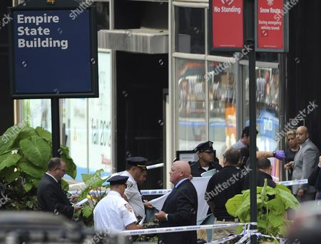 New York City Police Crime Investigators Gather Outside the Empire State Building where a 53-year-old Man who Had Been Sacked From an Apparel Company Shot and Killed a Former Co-worker in New York Usa 24 August 2012 Police Commissioner Raymond W Kelly Said That Nine Bystanders Had Been 'Wounded Or Grazed' and Taken to Hospitals the Mayor Said Said That Some of the Injured May Have Been Hit by Police Bullets During the Confrontation with the Suspect Whom Mr Kelly Identified As Jeffrey Johnson a Former Clothing Designer at Hazan Industries United States New York