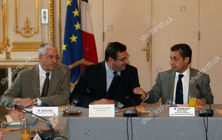 French Minister of Interior Nicolas Sarkozy (r) Speaks to French Minister of Sports Jean-francois Lamour (c) and Police Counsellor M Berlioz (l) Prior to a Meeting in Paris On Saturday 25 November 2006 Mr Sarkozy Met Representatives of Sports Associations and Police After a French Policeman Shot Dead a Supporter of Paris Soccer Club Paris Saint Germain