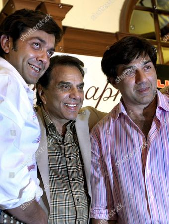 Bollywood Actors Sunny Deol (r) Bobby Deol (l) and Dharmendra (c) Pose During a Promotional Campaign For the Film 'Apne' in Calcutta India 25 June 2007 Epa/piyal Adhikary