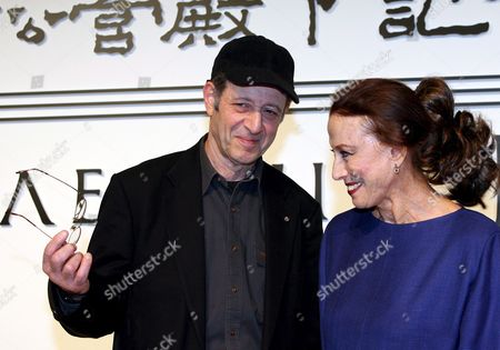 American Musician and Composer Steve Reich (l) Shares a Light Moment with Russian Ballerina Maya Plisetskaya (r) at the Press Conference Presenting the Laureates of the 18th Praemium Imperiale in Tokyo Tuesday 17 October 2006 the Praemium Imperiale is a Global Arts Prize Awarded by the Japan Art Association to Artists For Their Achievement in Five Fields: Painting Sculpture Music Architecture and Theatre/film