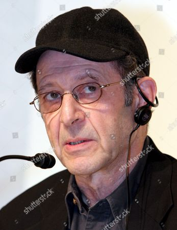 Us Musician and Composer Steve Reich Delivers a Speech at the Press Conference Presenting the Laureates of the 18th Praemium Imperiale in Tokyo Tuesday 17 October 2006 the Praemium Imperiale is a Global Arts Prize Awarded by the Japan Art Association to Artists For Their Achievement in Five Fields: Painting Sculpture Music Architecture and Theatre/film