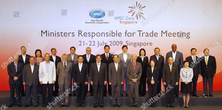 Trade Ministers From 21 Asia-pacific Economic Cooperation (apec) Economies Line Up For a Group Photograph During Their Meeting in Singapore 21 July 2009 (front L-r) Australia's Minister For Trade Simon Crean Brunei's Second Minister of Foreign Affairs & Trade Lim Jock Seng Canada's Minister of International Trade Stockwell Day Chile's Vice-minister of Trade Carlos Furche China's Minister of Commerce Chen Deming Peru's Minister of Foreign Trade & Tourism Martin Perez Singapore's Minister For Trade and Industry Lim Hng Kiang World Trade Organisation Director General Pascal Lamy Japan's Vice Minister For Foreign Affairs Hashimoto Seiko and Director General For Trade Policy Okada Hideichi Hong Kong's Secretary For Commerce and Economic Development Rita Lau (back L-r) South Korea's Minister For Trade Kim Jong Hoon Indonesia's Minister For Trade Mari E Pangestu Mexico's Secretary of Economy Ing Gerado Ruiz Mateos New Zealand's Minister of Trade Tim Groser Philippines' Secretary of Trade and Industry Peter Favila Russia's Vice Minister For Economic Development Andrey Siepnev Thailand's Minister of Commerce Porntiva Nakasai Taiwan's Minister of Economic Affairs Yiin Chii-ming United States Trade Representative Ronald Kirk Vietnam's Minister of Industry and Trade Vu Huy Hoang and Asia Business Advisory Council (abac) Chairperson Teng Theng Dar