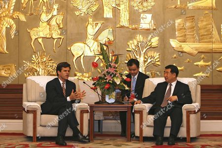 Timothy Shriver (l) Ceo and President of Special Olympics International Meets with Chinese Vice Premier Hui Liangyu (r) Before the Closing of the 2006 Special Olympics World Summer Games Head of Delegation Seminar Held Sunday 15 October in Shanghai During the Shanghai Initational Games 3 000 Athletes From 20 Countries Are in Sanghai For the 2006 Invitational Games Which Take Place From 13 October to 19 October and Are a Test-run For the 2007 Special Olympics World Summer Games