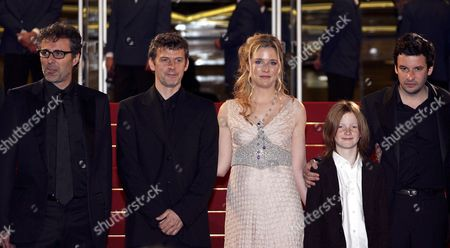 French Actor Gilbert Melki (l) Belgian Director Lucas Belvaux (2nd L) German-born Actress Natacha Regnier (3rd L) and French Actor Eric Caravaca (r) Arrive at the Palais Des Festivals For the Screening of Their Film 'La Raison Du Plus Faible' Running in Competition at the 59th Cannes Film Festival Wednesday 24 May 2006 in Cannes