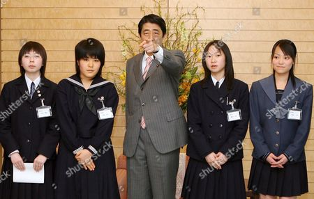 Japanese Prime Minister Shinzo Abe (c) Gestures Surrounded by High-school Students Rie Watanabe (l) Junko Mizuki (2nd L) Saki Fujita (2nd R) and Mei Wakabayashi (r) at the Premier's Official Residence in Tokyo Friday 16 March 2007 Six High-school Students Chosen to Be Japan Representatives in Vienna at the United Nations Office On Drugs and Crime Received Greetings From Abe