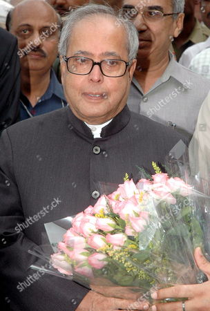 Newly Appointed India's Foreign Minister Pranab Mukherjee Receives a Bunch of Flowers at His Arrival at the Ministry of External Affairs in New Delhi India On Wednesday 25 October 2006 the Indian Government On Tuesday Appointed Pranab Mukherjee As India's New Foreign Minister Nearly a Year After the Previous Minister Natwar Singh Was Forced to Resign Over Charges of Benefiting From the Iraqi Oil-for-food Scandal Mukherjee Had Been the Defence Minister Ever Since the Congress- Led United Progressive Alliance (upa) Came to Power in 2004
