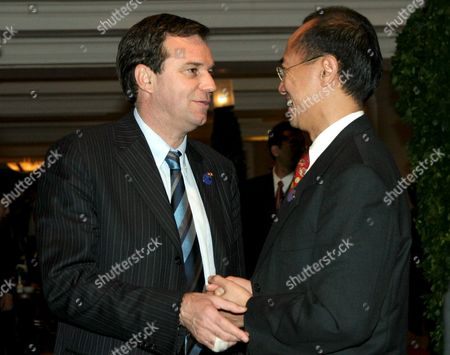 Singapore Minister of Foreign Affairs George Yeoh (r) Talks to His French Counterpart Renaud Muselier On the 15th Asean-eu Ministerial Meeting in Jakarta On Thursday 10 March 2005 the Ministers of Asean-eu Commited to Support Regional Efforts Combating Terrorism Global Crimes and Tsunami Reconstruction Programm