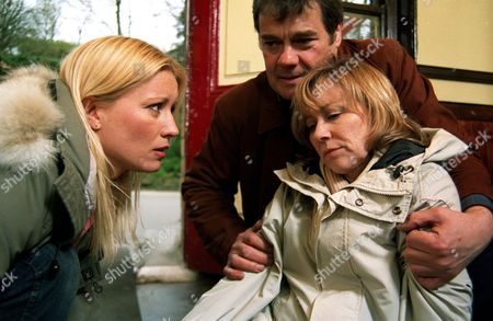 'Where The Heart Is'   TV  Pictured: Anna (Denise Van Outen), Alistair (Gordon Kennedy) and Rebecca (Lindsey Coulson).