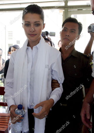 Australian National Michelle Leslie is Escorted by Court Officer For Her Drungs Trial at Denpasar District Court in Bali Indonesia On Friday 11 November 2005 Leslie a Model Was Arrested in Bali After Police Said They Found the Party Drug Ecstasy in Her Bag