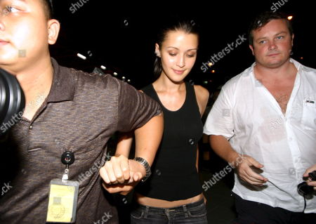 Australian Model Michelle Leslie (c) Ready to Leave Bali to Australia As She Arrives at Bali Airport in Denpasar Bali Indonesia On Saturday 19 November 2005 Leslie Was Freed After Spending the Three Month in Jail Sentence She Received Leslie Was Arrested in August After Authorities Found Ecstacy Pills in Her Luggage