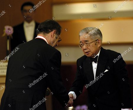 Us Musician and Composer Steve Reich (l) Receives From His Majesty Prince Hitachi the 18th Praemium Imperiale Medal in Tokyo Wednesday 18 October 2006 the Praemium Imperiale is a Global Arts Prize Awarded by the Japan Art Association to Artists For Their Achievement in Five Fields: Painting Sculpture Music Architecture Theatre and Film