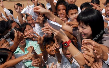 Singapore Movie Star Fann Wong (r) Hands Over Concert Tickets to Children During a Visit to Blind Children in a Center in Phnom Penh Cambodia Friday 03 November 2006 Fann is On a Two-day Visit in Cambodia to Take a Part in the Giant Concert in Phnom Penh As a Part of Water Festival