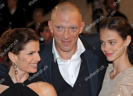 French Actor Vincent Cassel (c) French Actress Laura Neiva (r) Brazilian Actress Debora Bloch (l) Arrive For the Gala Screening For the Film 'A Deriva' Running out of Competition in the 62nd Edition of the Cannes Film Festival in Cannes France 21 May 2009
