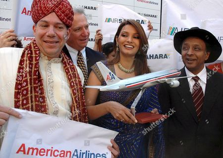 (l-r) Craig Kreeger Vice President- Europe and Pacific American Airlines Former Miss World Diana Hayden and Ronojoy Dutta President Air Sahara Gather Together Wednersday 16 November 2005 to Celebrate the Maiden Flight of American Airlines From Delhi to Chiacago Which Begins On 17 November 2005 Passengers Can Connect On Wards From Chacago Airport to 125 Cities in the Us