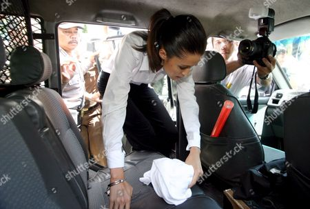 Australian Michelle Leslie Entering Prisoners Car After Her Verdict Trial at Denpasar District Court in Bali Indonesia On Friday 18 November 2005 Indonesian Judges Sentenced Leslie to Three Month Jail Leslie a Model Was Arrested in Bali After Police Said They Found the Party Drug Ecstasy in Her Bag